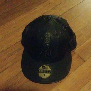 New York Yankees cap, black,